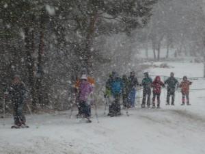 雪の中でトレッキング